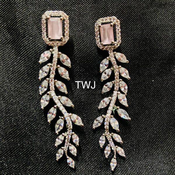 Ad Leaf Pattern Earrings