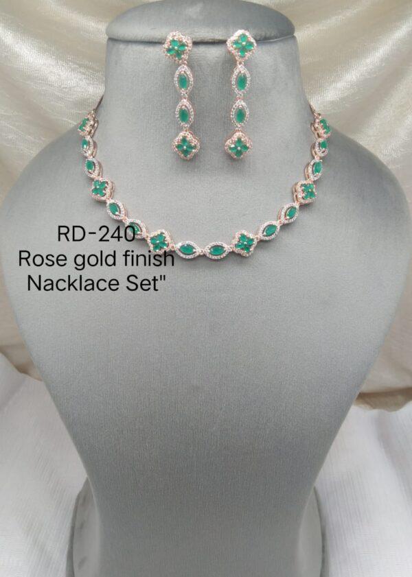 AD Sleek Necklace Set