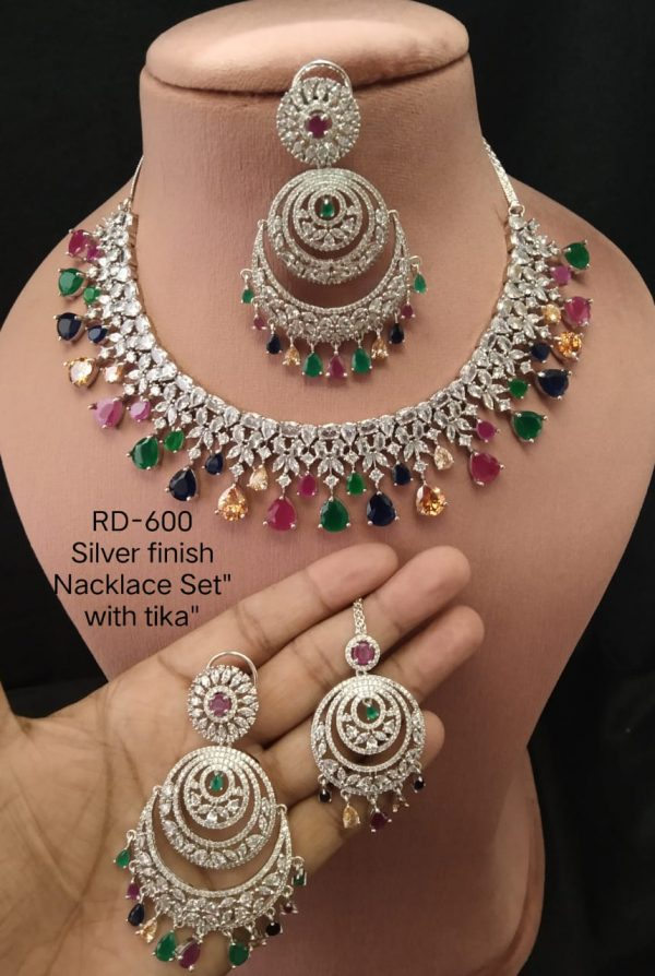 Multicolour Necklace With Tika
